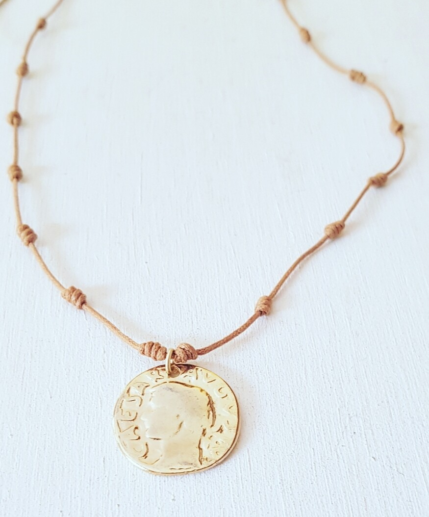 Collar Mytenida moneda