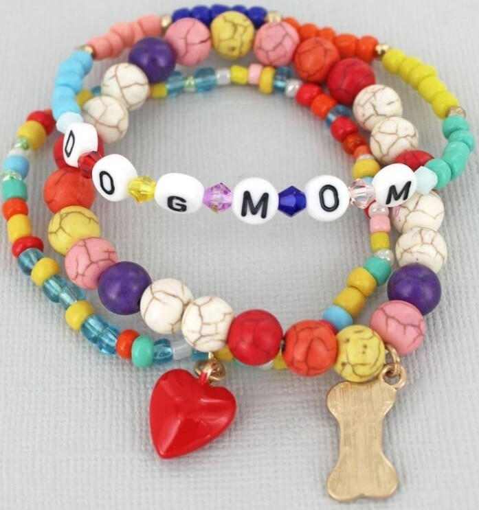 'Dog Mom' Colorful Beads & Charm Bracelet
