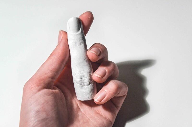 Porcelain-plaster finger