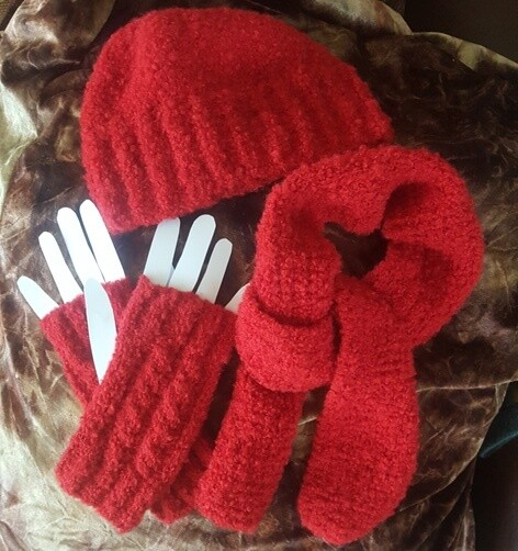 SPECIAL -IDEAL GIFT FOR THOSE COOL WINDY DAYS - BOXED SET: HAT-SCARF-OPEN END MITTENS 3 colors 100% Australian Alpaca Luxurious soft warm and comfy warm Aussie designer knits. 3-in-1 Set only $39.95