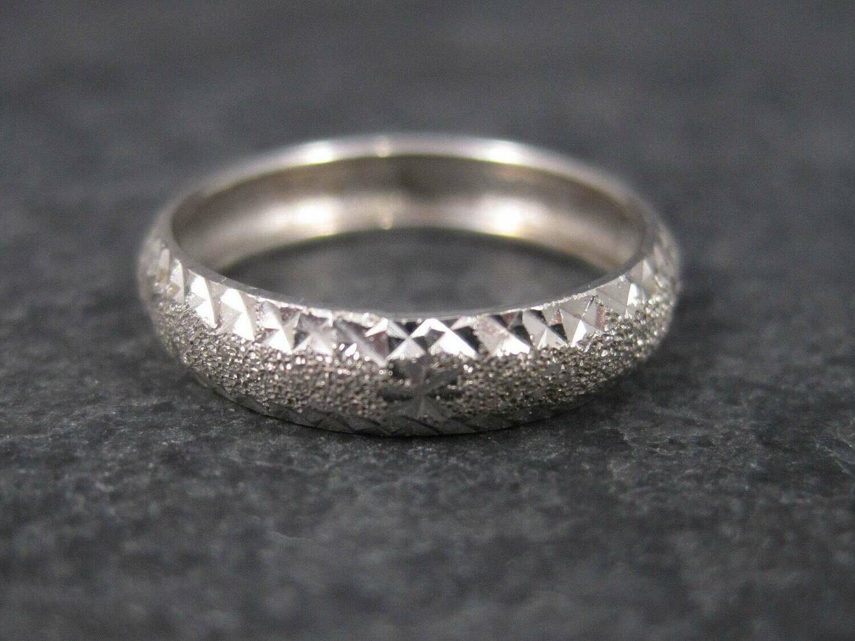 Vintage 14K White Gold Diamond Cut Wedding Band Ring Size 5