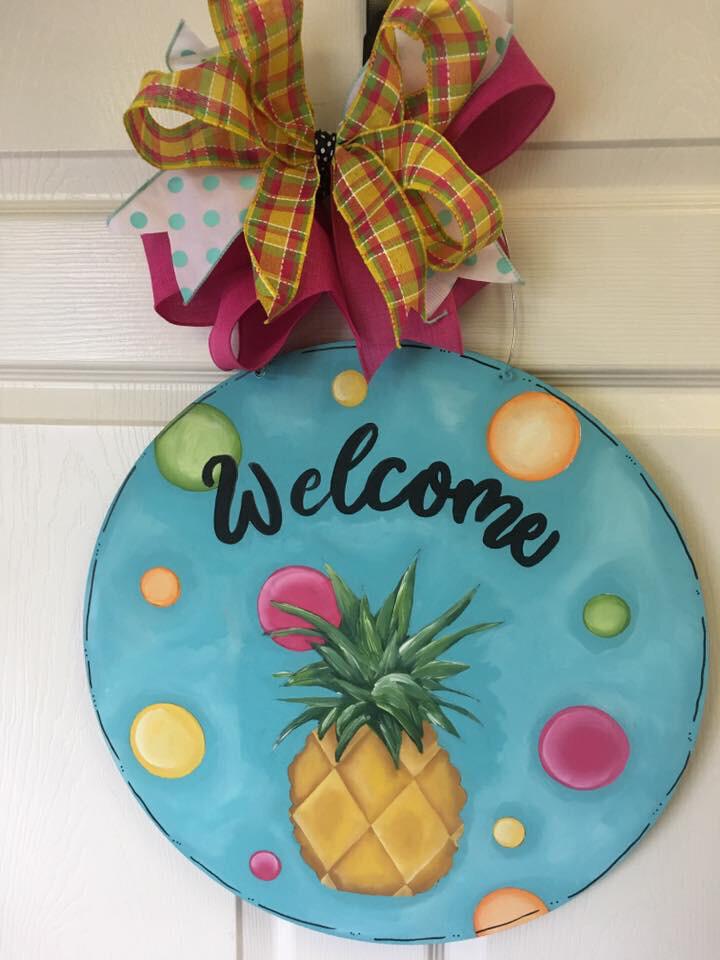 DIY Pineapple Welcome Door Hanger Cutout