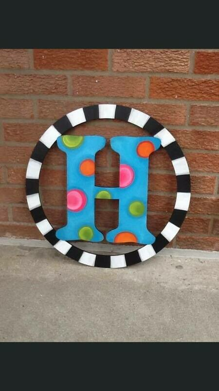 DIY Circle Letter Door Hanger Cutout