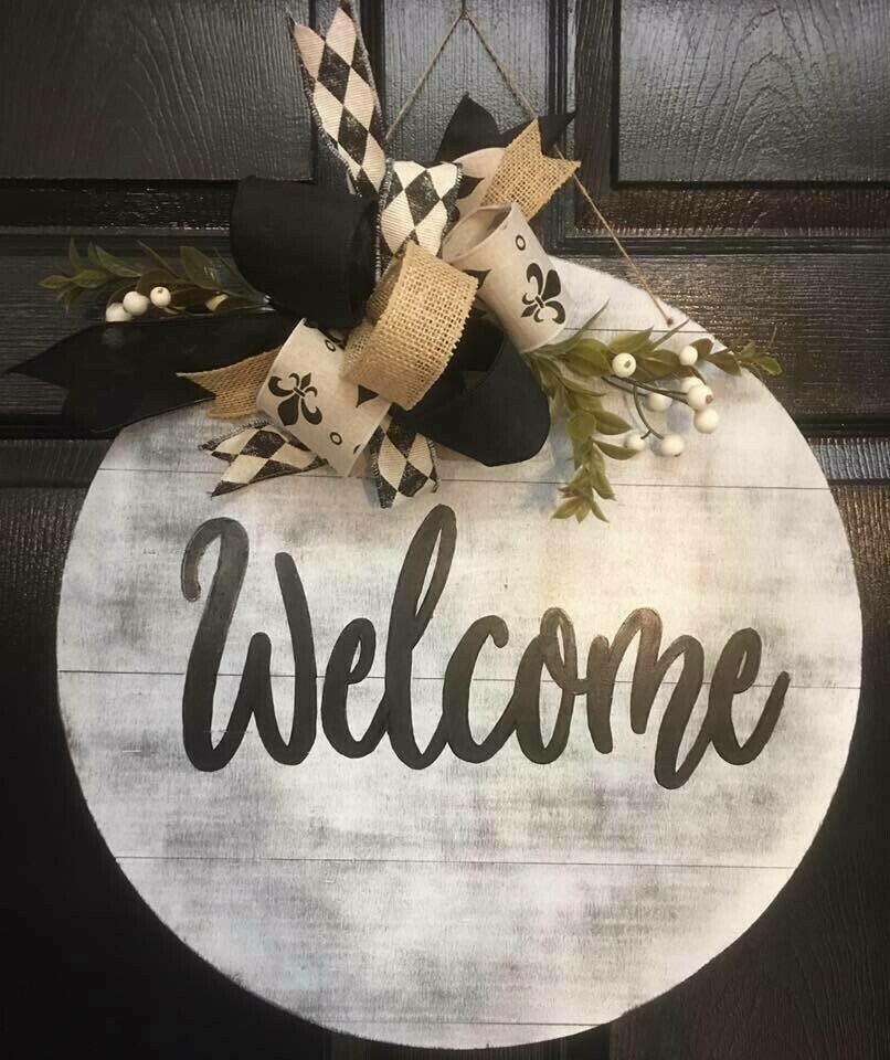 Distressed Welcome Greeting Circle