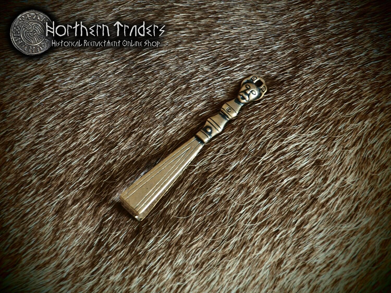 Scandinavian Tweezer Pendant