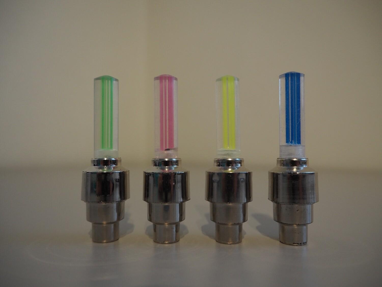 2 KPL Venttiilinhattua kirkkaalla LED-valolla