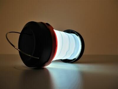 Retkeilyvalaisin - virtapankki aurinkokennolla ulko/sisäkäyttöön