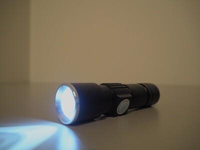 Mini LED-CREE taskulamppu – USB ladattava