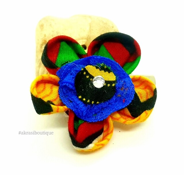 Kanzashi style flower with gemstone in Kente print fabric. flower pin | flower hair clip | flower brooch | clothing accesories