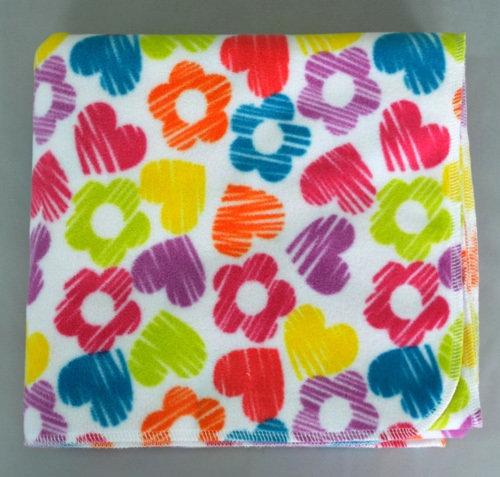 Детское флисовое одеяло-плед, цветы/сердечки