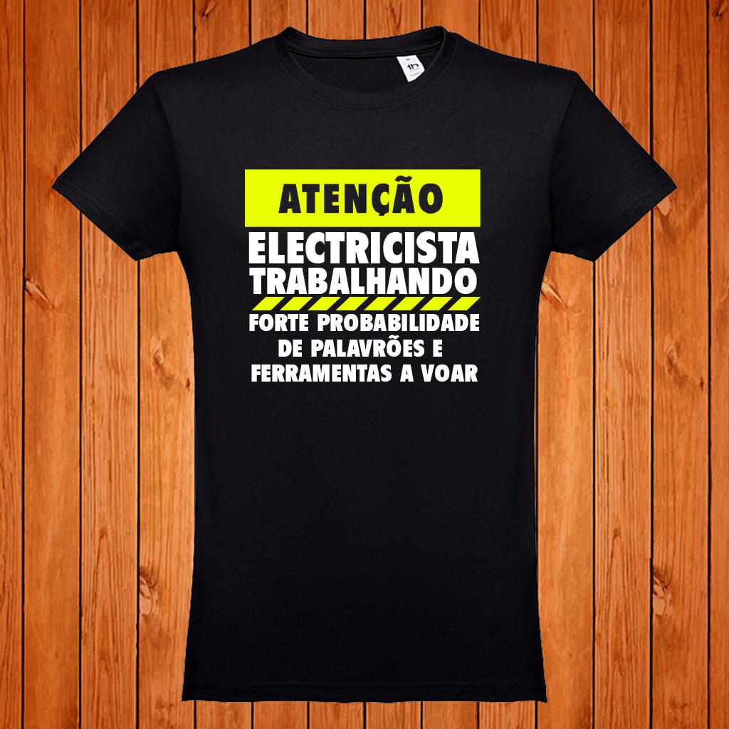 """T-Shirt """"Atenção Electricista trabalhando"""""""
