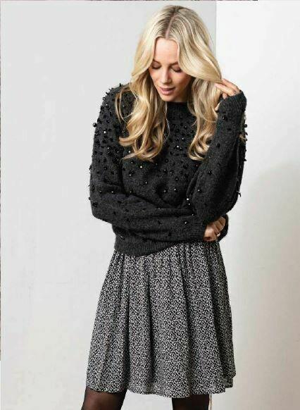 Sweater sequins