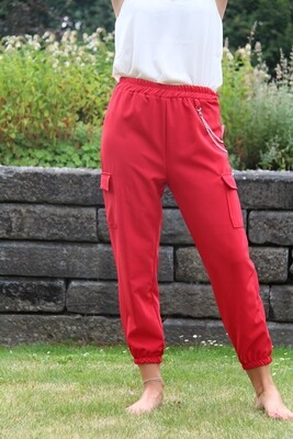 Red trousers with pockets