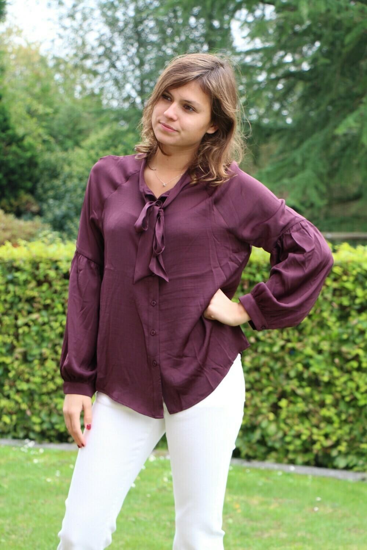 Bordeaux bloes met pofmouwen
