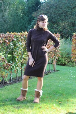 Knitted dark brown dress with studs