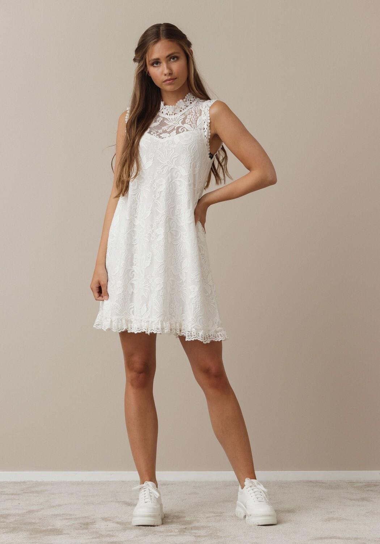 Swing lace dress