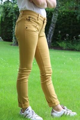 Okerkleurige jeans