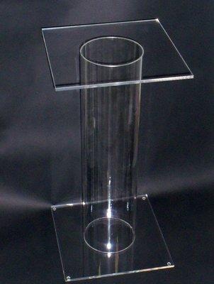 Piedistallo - tavolino - espositore in plexiglass trasparente. Cm. 30x30xH. 69
