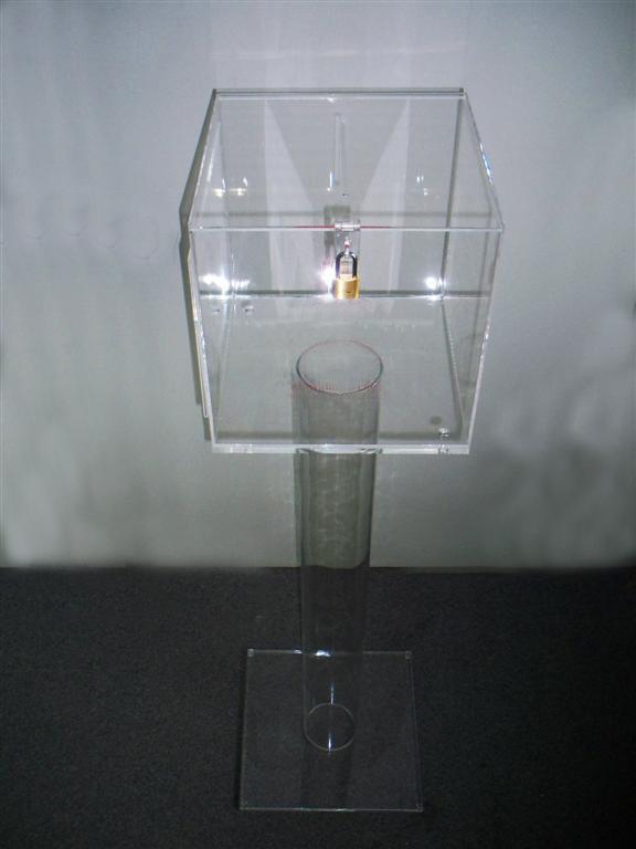 URNA / BOX / SALVADANAIO IN PLEXIGLASS cm. 30x30x30 Trasparente CON PIEDISTALLO