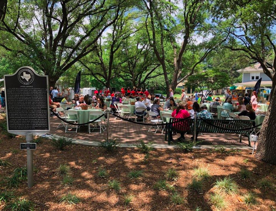 Prix-Fixe Al Fresco Dining In The Park