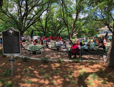 Prix-Fixe Al Fresco Dining In The Park