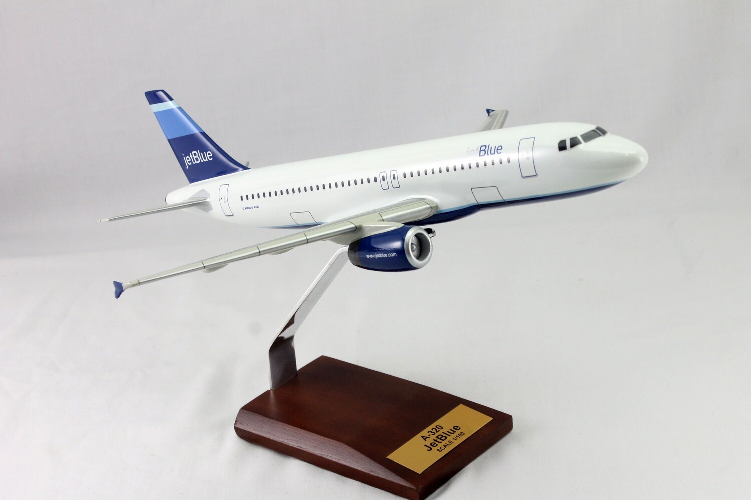 Mastercraft Collection A320 JetBlue Airlines Wood Model 1/100