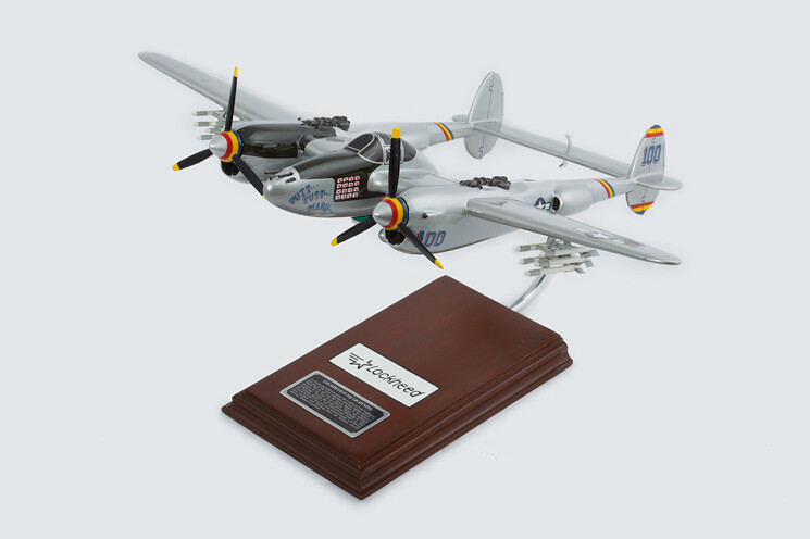 "P-38J Lightning ""Putt Putt Maru"" 1/32 Model Airplane"