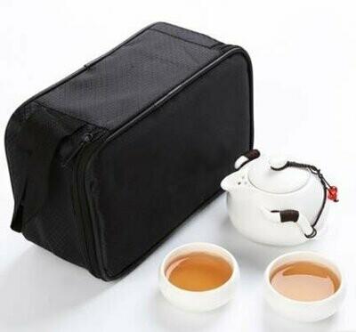 242023 Сервиз Дорожный, фарфор. Цвет - белый. 1 чайник 100мл + 2 пиалы 30мл. Сумка в комплекте