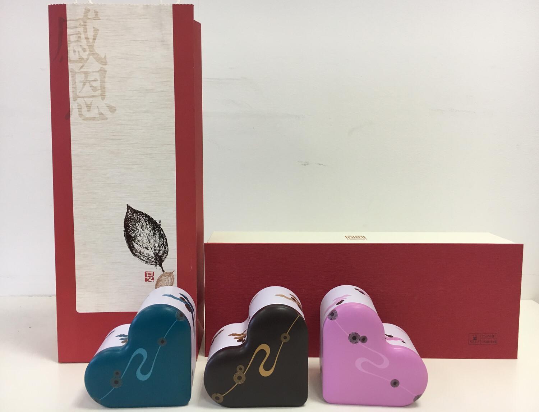 202020 Подарочный набор: сумка+коробка картон 14,5*39*9,3+3 банки жесть в форме сердце 7*10