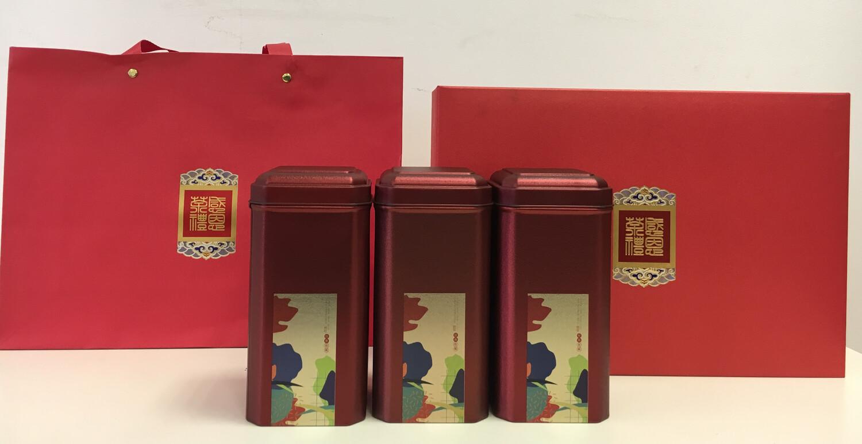 202098 Подарочный набор:сумка+коробка22*32*9 картон+3 банки жесть высота16, диаметр7,5.Темно-красны
