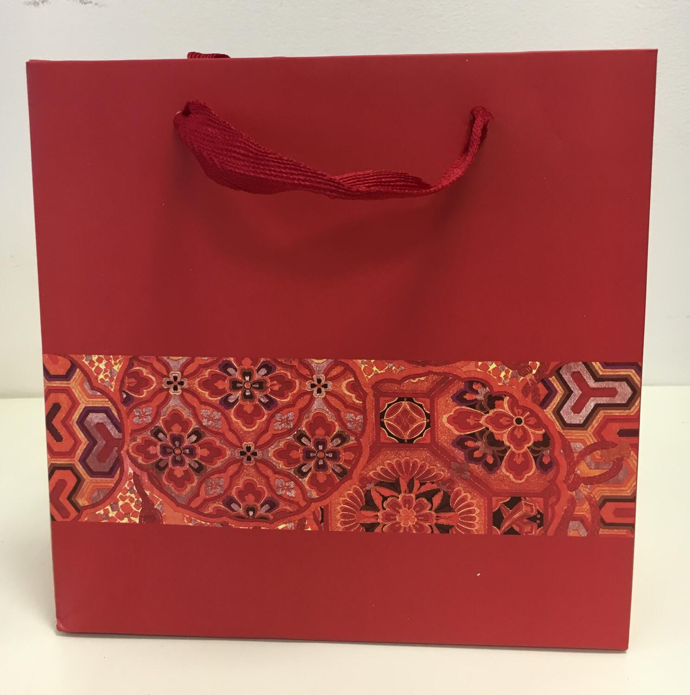 246002 Пакет подар. с ручками, картон. Размер 30х27х12. Цвет красный