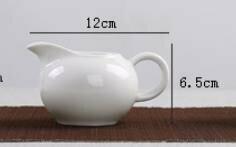 242064 Сливник (Чахай), фарфор. Цвет-белый, объем 120мл, размер 12 х 6,5см