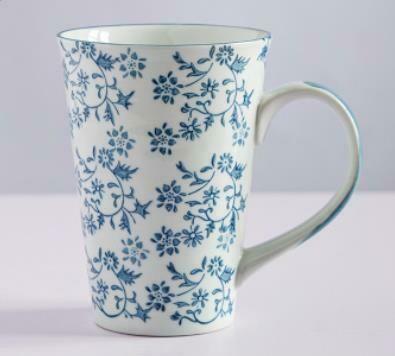"""263024 Чашка XXL 0,5л """"Разбросанные цветы"""", японская роспись, керамика, высота 13см, диаметр 10см"""