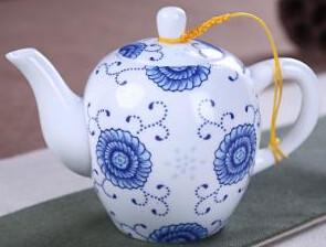 """242071 Чайник """"Синие цветы"""", фарфор, объем 130мл. Диаметр 7,5см, высота 10см"""