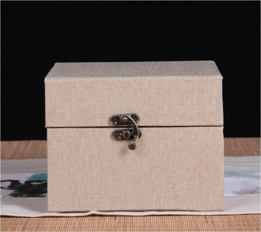"292004 Коробка подар. ""Для чайника"" h=15.5см, размер=15,5*12,5см, картон/ткань бежевый"