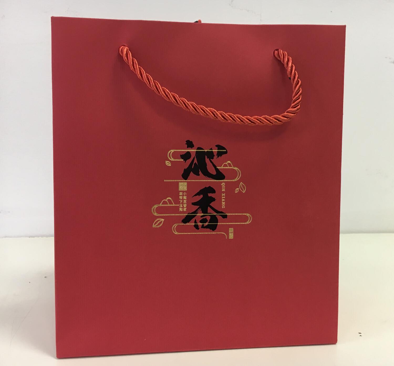 202093 Сумка подарочная картон 20*23. Цвет - красный, с иероглифом