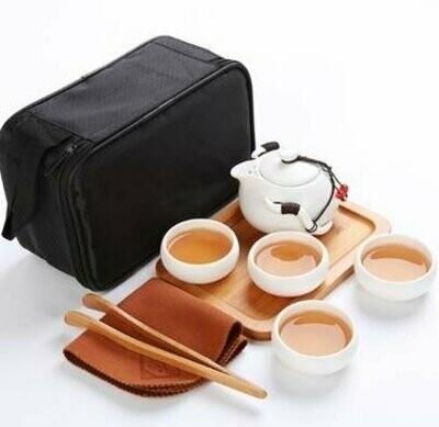 242026 Сервиз Дорожный, белый фарфор. Чайник 100мл + 4 пиалы 30мл + чайная доска + щипцы + сумка