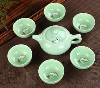 242081 сервиз Рыбки 3D, фарфор: 1 чайник 110 мл + 6 пиал 25 мл. Светло-зеленый