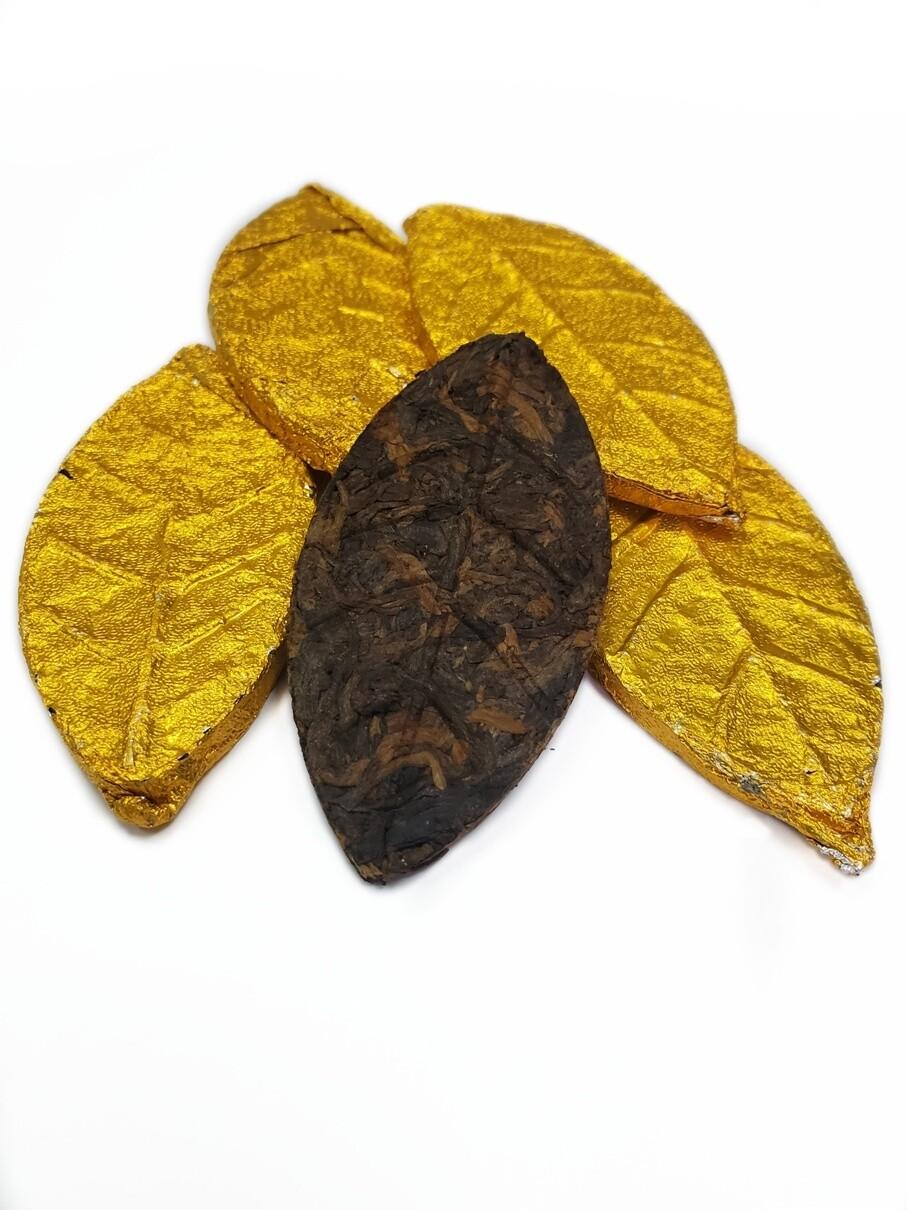 """59206 Чай прессованный черный Пуэр Шу  """"Stout Leaf"""" Золотой лист  (один лист 7-8гр.)"""