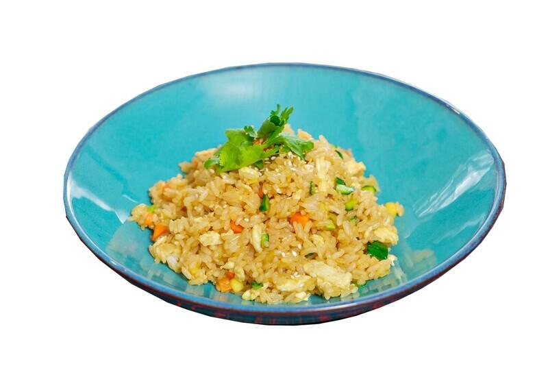 Жареный рис чихо с огурцом и яйцом
