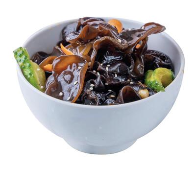 Древесные грибы с овощами