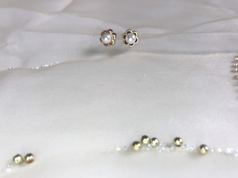 Πλαστικά σκουλαρίκια λουλούδι πέρλα