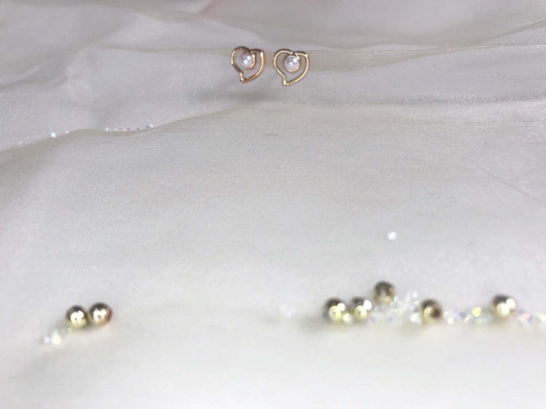 Πλαστικά σκουλαρίκια καρδιά με πέρλα