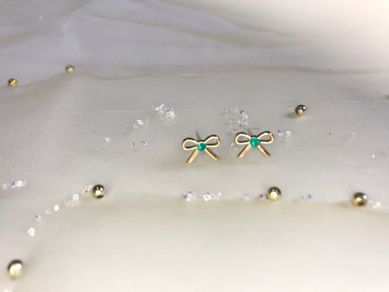 Πλαστικά σκουλαρίκια φιόγκος