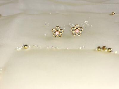 Πλαστικά σκουλαρίκια σε σχήμα λουλούδι
