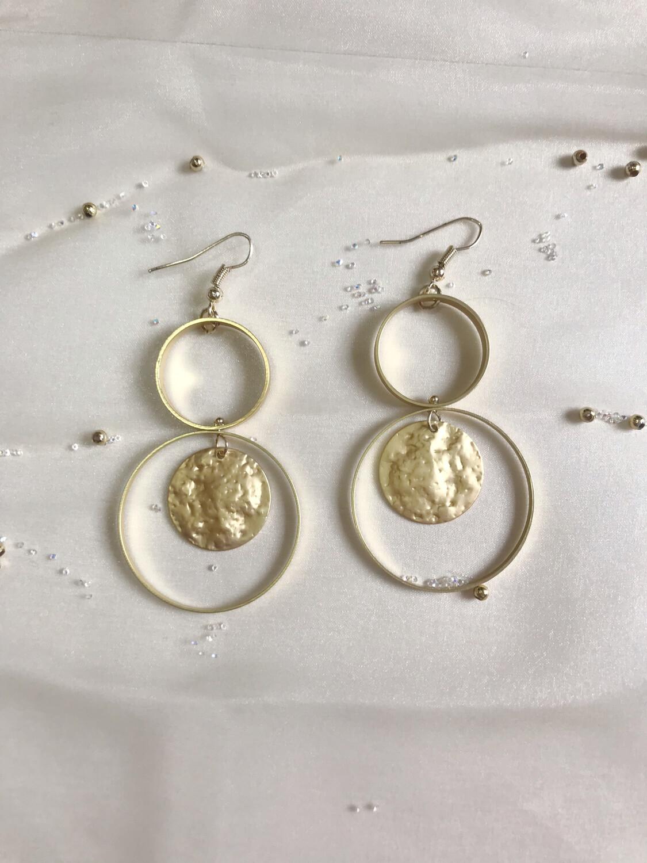 Χρυσά σκουλαρίκια με κρεμαστό στοιχείο