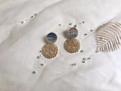 Κρεμαστά σκουλαρίκια σε χρυσή απόχρωση