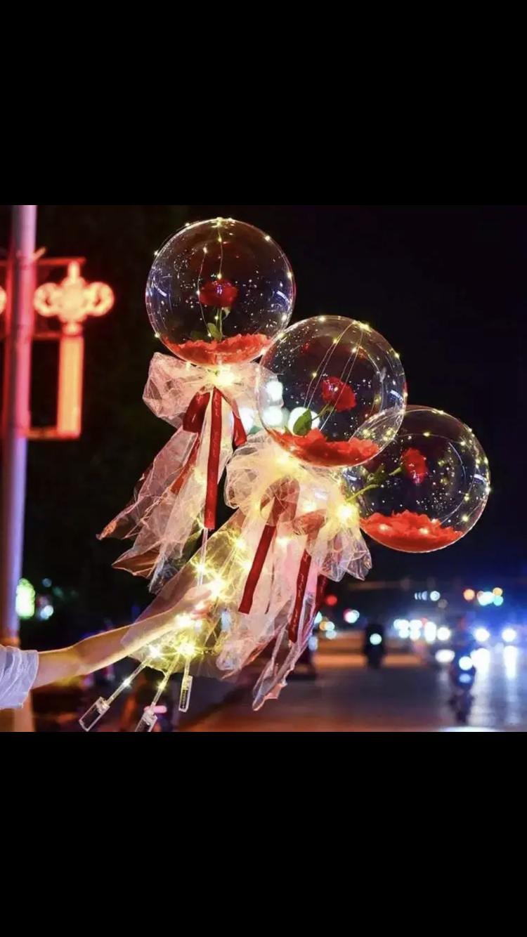 Μπαλόνι led Ανθοδέσμη με πούπουλα και ροδοπέταλα