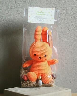 Coniglietto Miffy arancione con mix ovetti Guido Gobino