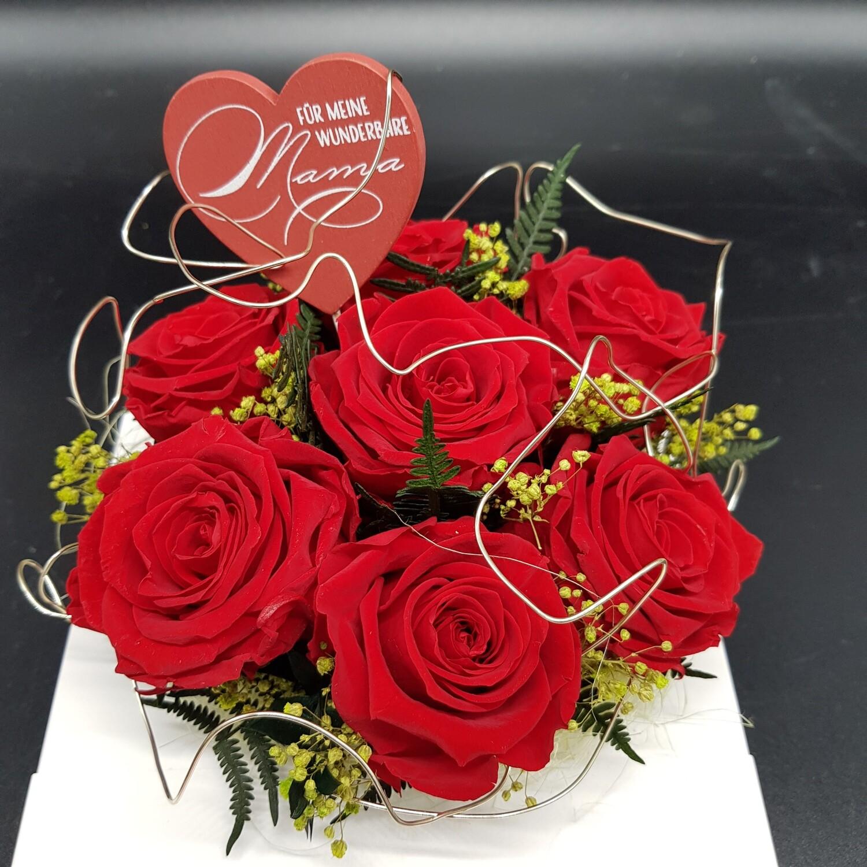 Rosenstrauß mit stabilisierten Rosen